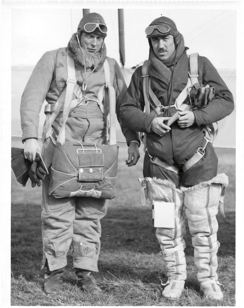 Squadron leader Leonard Isitt (left) with Flight Lieutenant Sidney Wallingford.