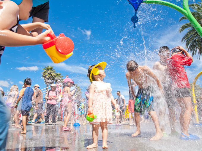 Splash pads and outdoor pools: Where to cool off with the kids in Auckland